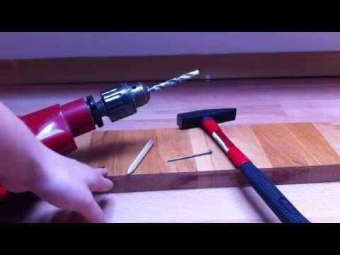Loch in Holz bohren / Bohrmaschine benutzen