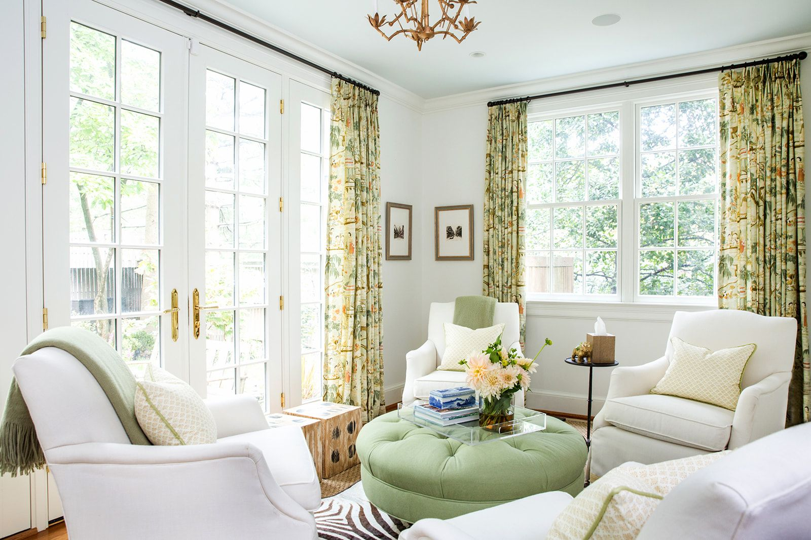 15 Soothing Paint Colors To Create A Calming Space In 2020 Green Family Rooms Family Room Colors Cottage Living Rooms #soothing #colors #for #living #room