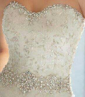 Vestidos de novia con pedreria en el corset
