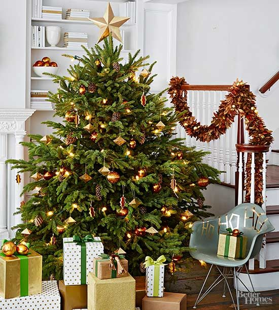 Must Have Tips For Prettier Christmas Trees Creative Christmas Trees Pretty Christmas Trees Christmas Tree Decorating Tips