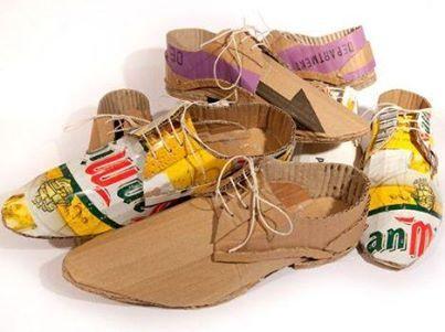 El artista Ruso O'Brien Marcos se considera  el artesano loco por el cartón, ha diseñado estos zapatos como un mensaje de sustentabilidad