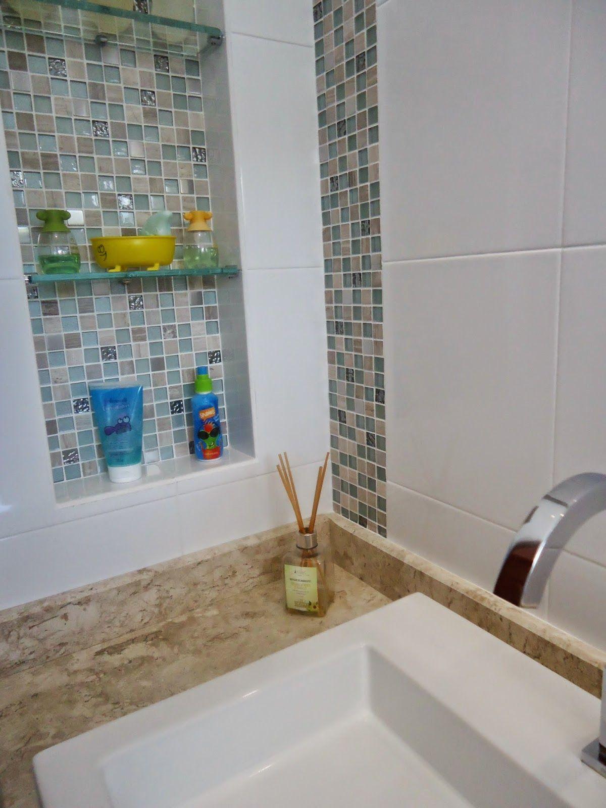 Nichos e pastilhas de vidro em banheiro infantil  Nichos em banheiros  Pint -> Banheiros Com Pastilhas De Pedra