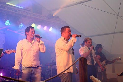 """Solingen: Mike and the waiters mit Männerchor Solingen/ Der Merscheider Männergesangverein, kurz """"Die Merscheider"""", veranstalten gemeinsam mit der Partyband ..."""