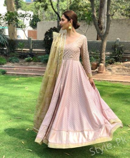 Latest Beautiful Clicks Of Mahira Khan Style Pk Mahira Khan Dresses Stylish Party Dresses Dress Indian Style