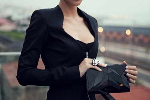 VECTORY | BLACK clutch http://www.vespoe.com/baguera/shop/vectory-black-clutch-0