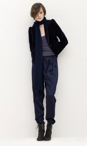 blækblå til sort jakke