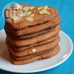 Zelfgemaakte speculaas met amandelsnippers. Heerlijke koekjes, en met Sinterklaas kunnen ze niet ontbreken!