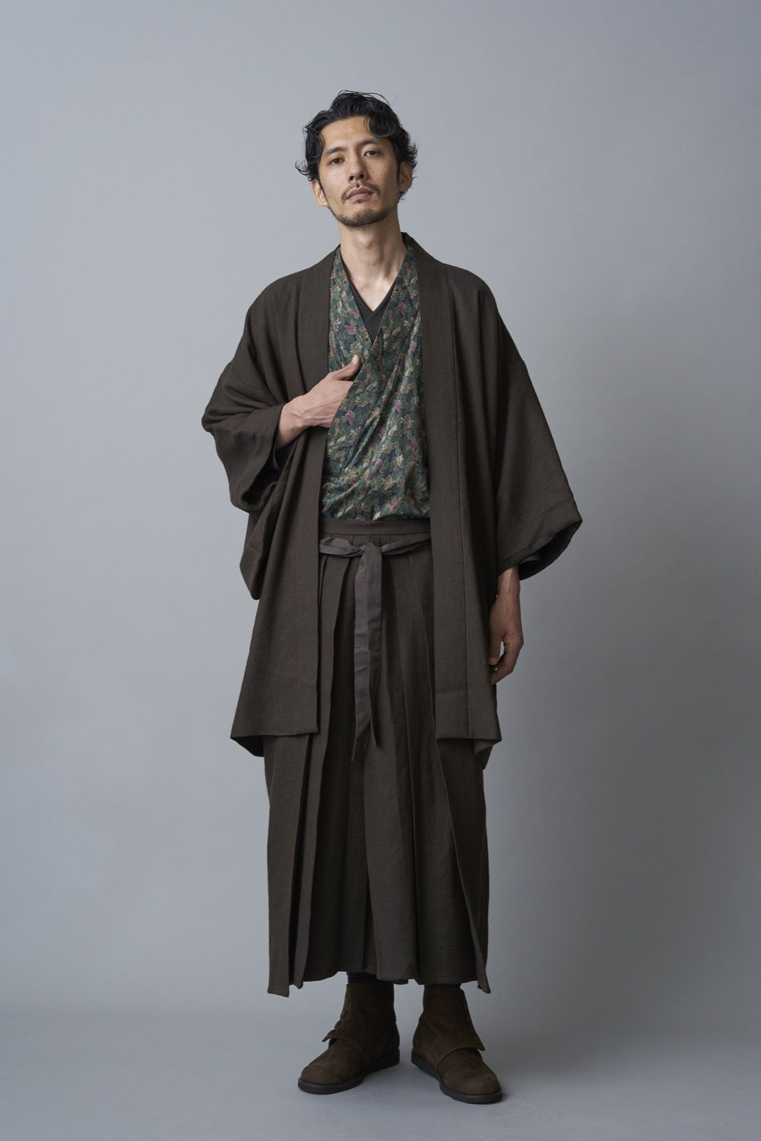 新スタイルな袴、羽織、どてら…。和と洋が融合した「和ROBE」冬アイテムがカッコ良すぎだぞ!!   ファッション 着物・和服 - Japaaan #着物