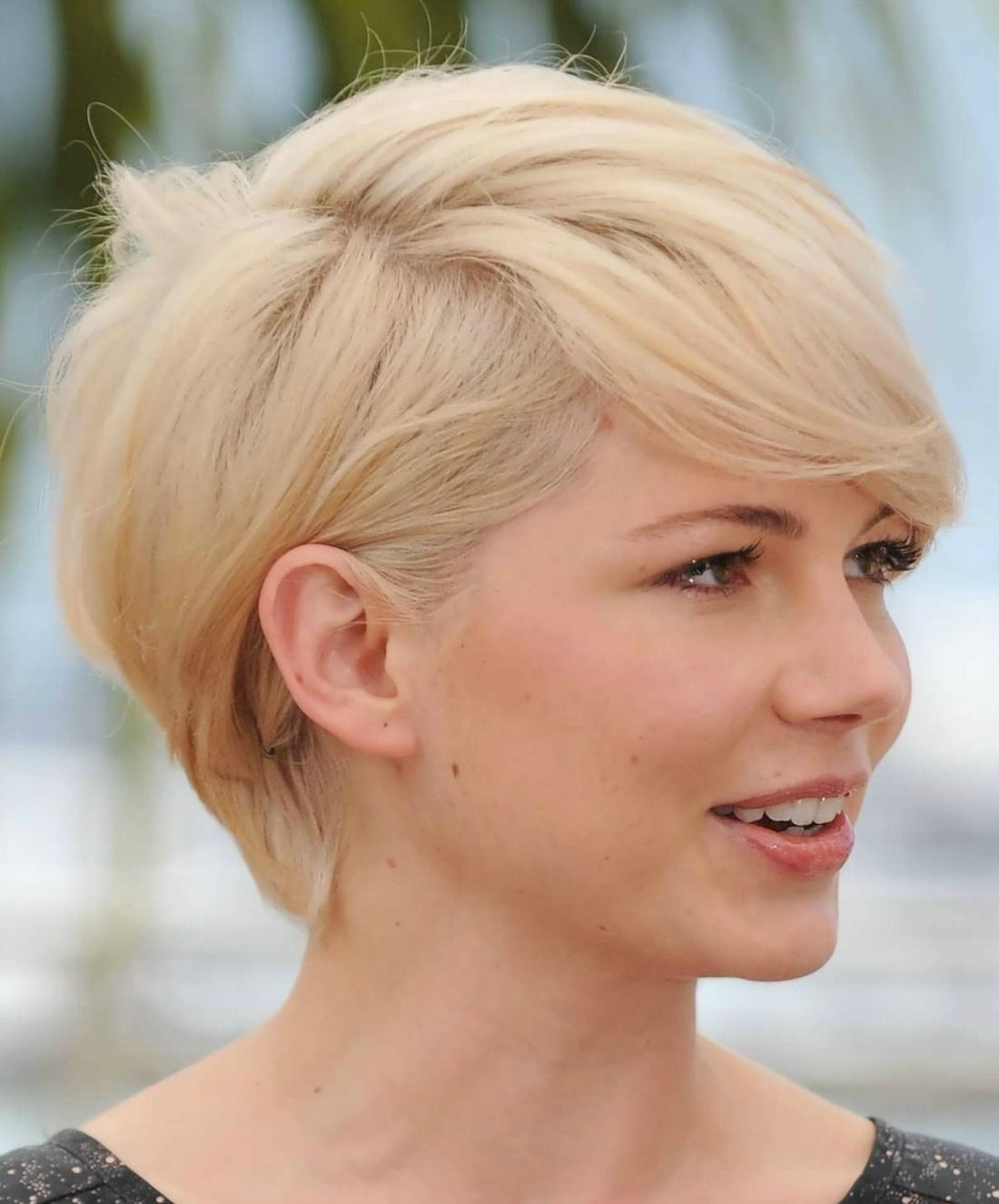Easy Short Hairstyles With White Skin Complexion And Hair Style