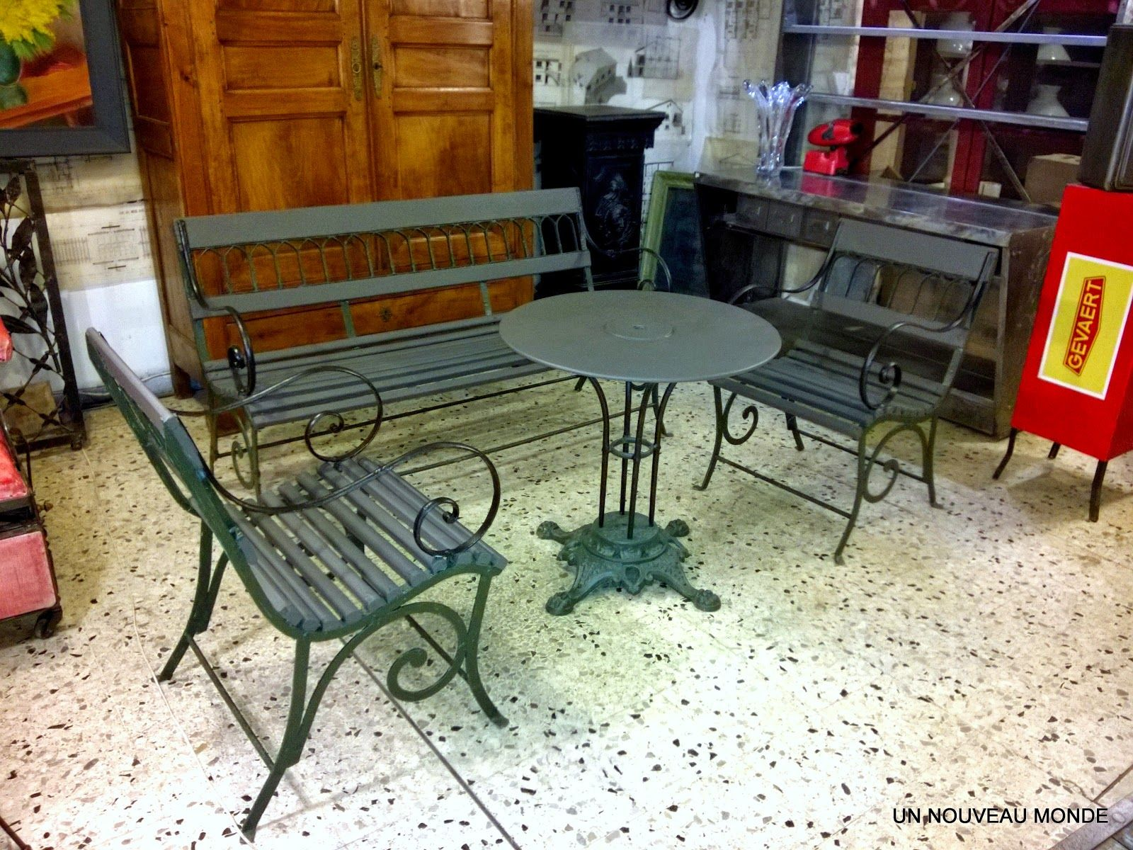 Brocante d coration un nouveau monde salon de jardin for Decoration de jardin en fer forge