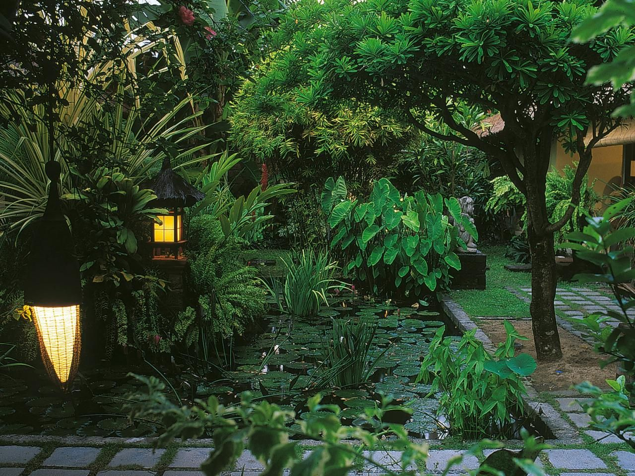 22 Shady And Fresh Gardens To Urban Jungle Ideas House Design And Decor Tropical Landscape Design Tropical Landscaping Tropical Garden Design