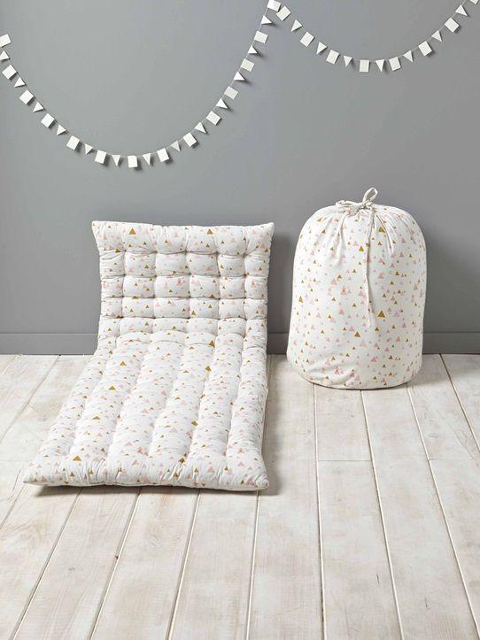 vive les pyjamas party gr ce ce matelas d 39 appoint style. Black Bedroom Furniture Sets. Home Design Ideas