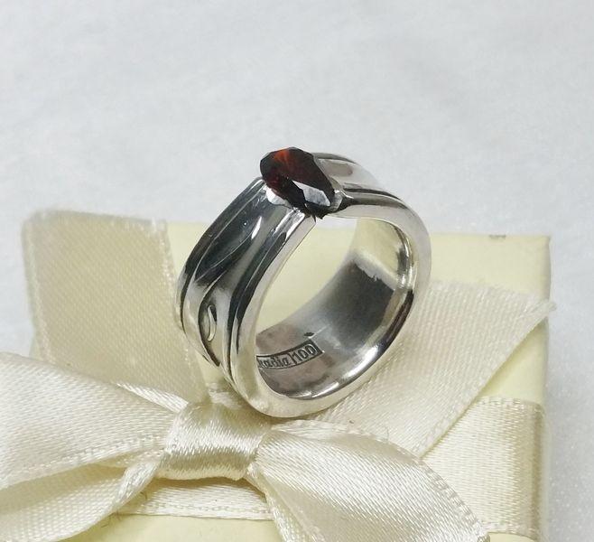 100er Besteck-Silberring  Granat-Edelstein SR546 von Atelier Regina auf DaWanda.com