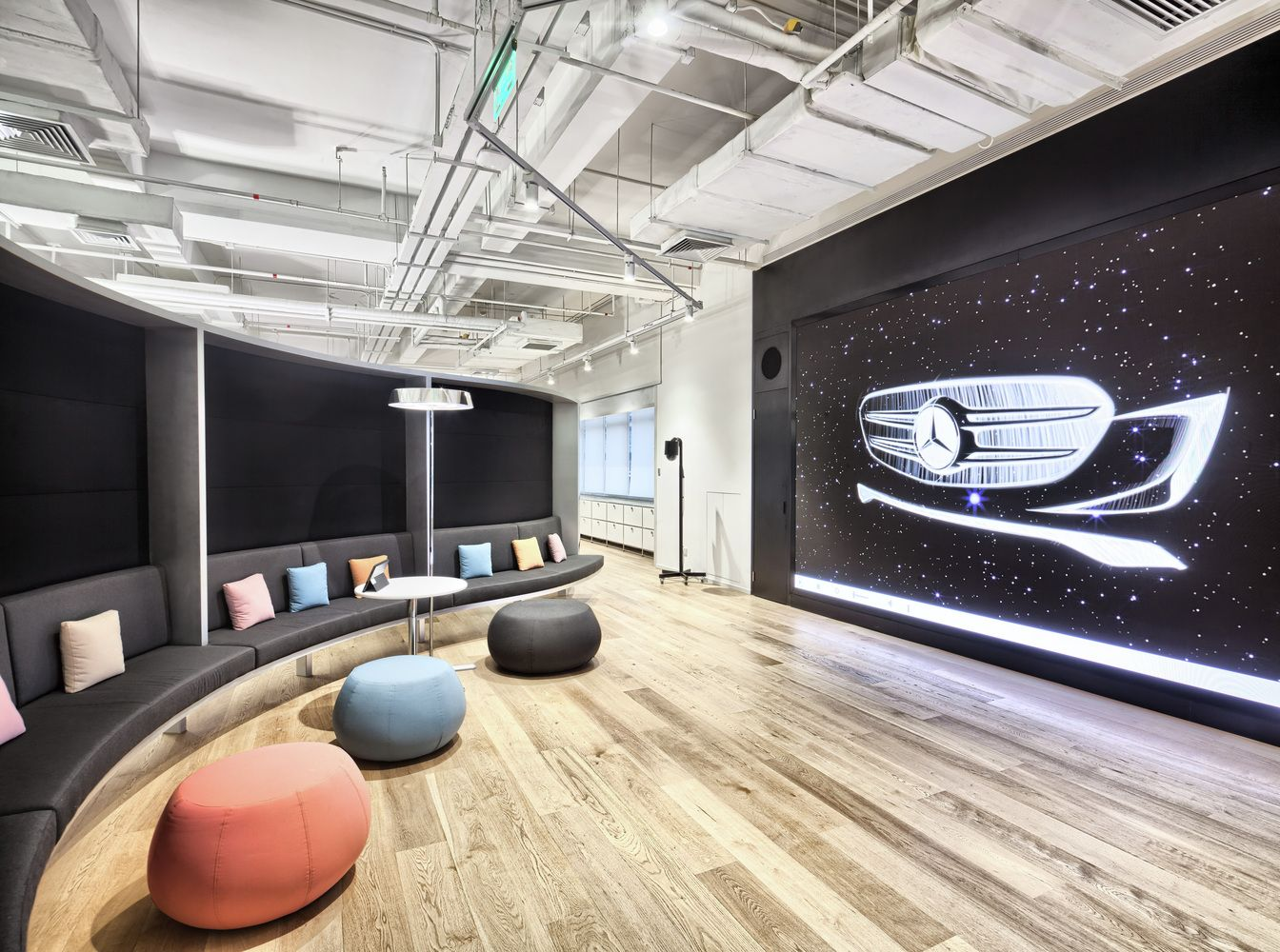 Gallery of mercedes benz advanced design center of china for Mercedes benz office