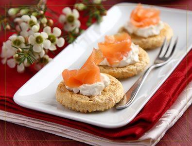 Recettes de Noel pour l'aperitif - CuisineAZ.com | Saumon et fromage frais, Toast saumon et ...