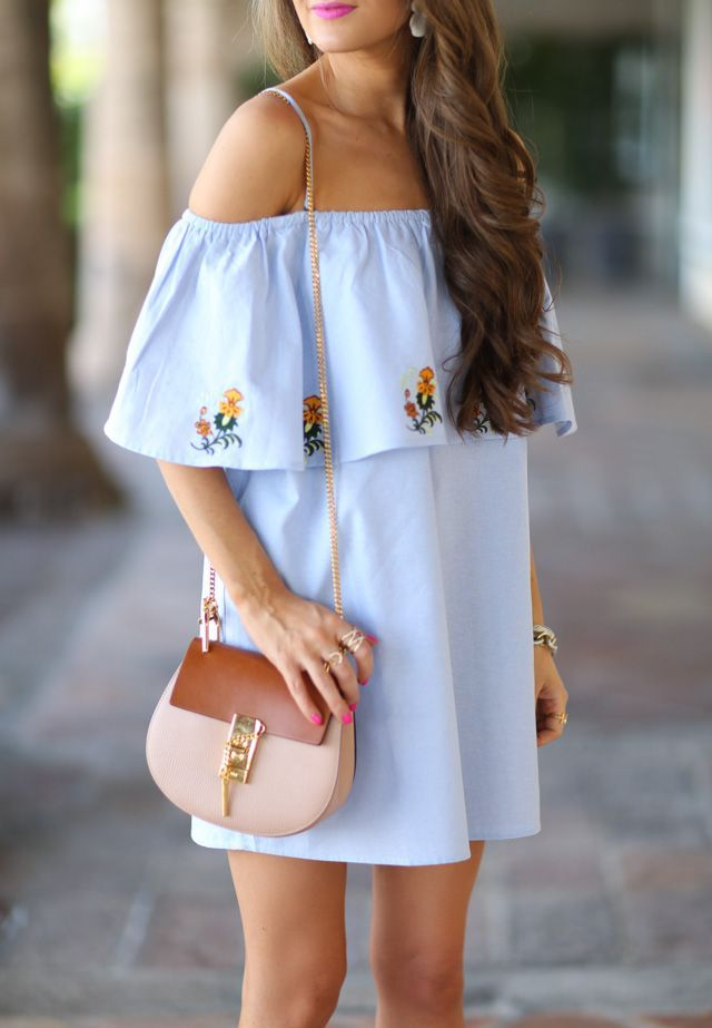 Cute off the shoulder dress that is perfect for summer. We are also loving the tan purse to add a little contrast.