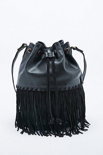 Dit is dé tas die je dit voorjaar over je schouder slingert  aa5e1a5b1ad