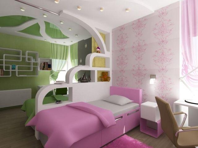 idée séparation pièce lit avec coussin et étagères de rangement blanches