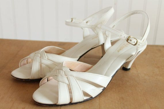 Hush Puppies White Vegan Peep Toe Sandals 10n Rebop Pop Vintage On Etsy Sandals Hush Puppies Peep Toe