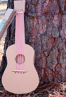 Guitarras de cart n ideas de reciclaje pinterest for Guitarras para ninos casa amarilla