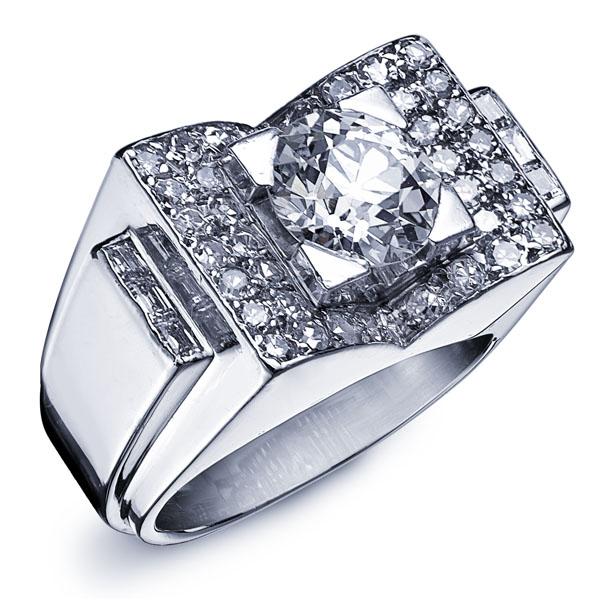 DUNE : Bague en or blanc style Art Deco sertie d'un diamant rond au centre entouré de diamants sertis et incurvés vers l'intérieur en forme de V #bague #orblanc #diamants #bijoux #luxe #valeriedanenberg