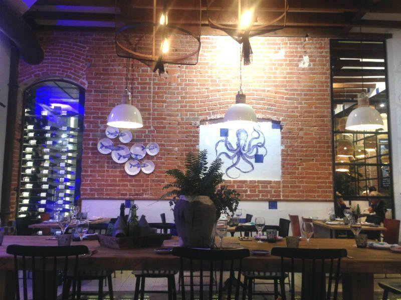 Casa de comidas El Atlántico en pleno barrio de Salamanca en Madrid, espacio Gastro y de tapas de autor donde degustar la buena comida gallega.