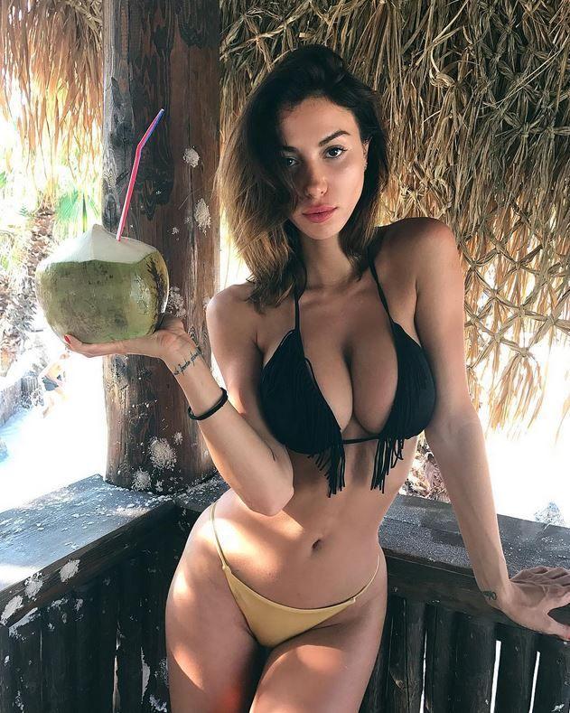 Valentina huge boobs gif