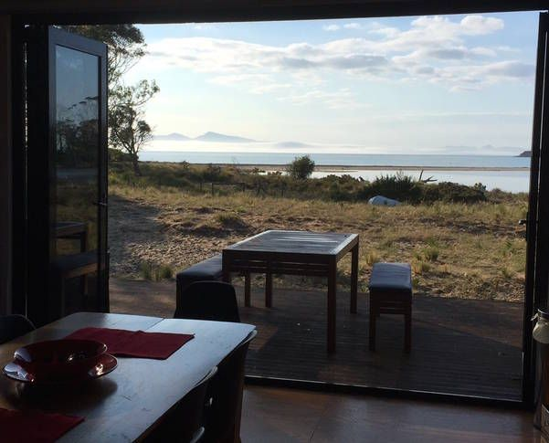 rio al mar river to sea a swansea tasmania house. Black Bedroom Furniture Sets. Home Design Ideas