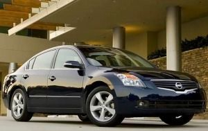 A Review Of The 2009 Nissan Altima That Covers Pros And Cons Available Options Powertrains And Overall Driving Performance Nissan Altima Altima Nissan