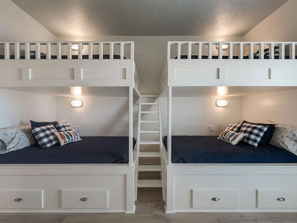 Over Sized Bunk Room With 4 Full Size Beds Built In Bunks