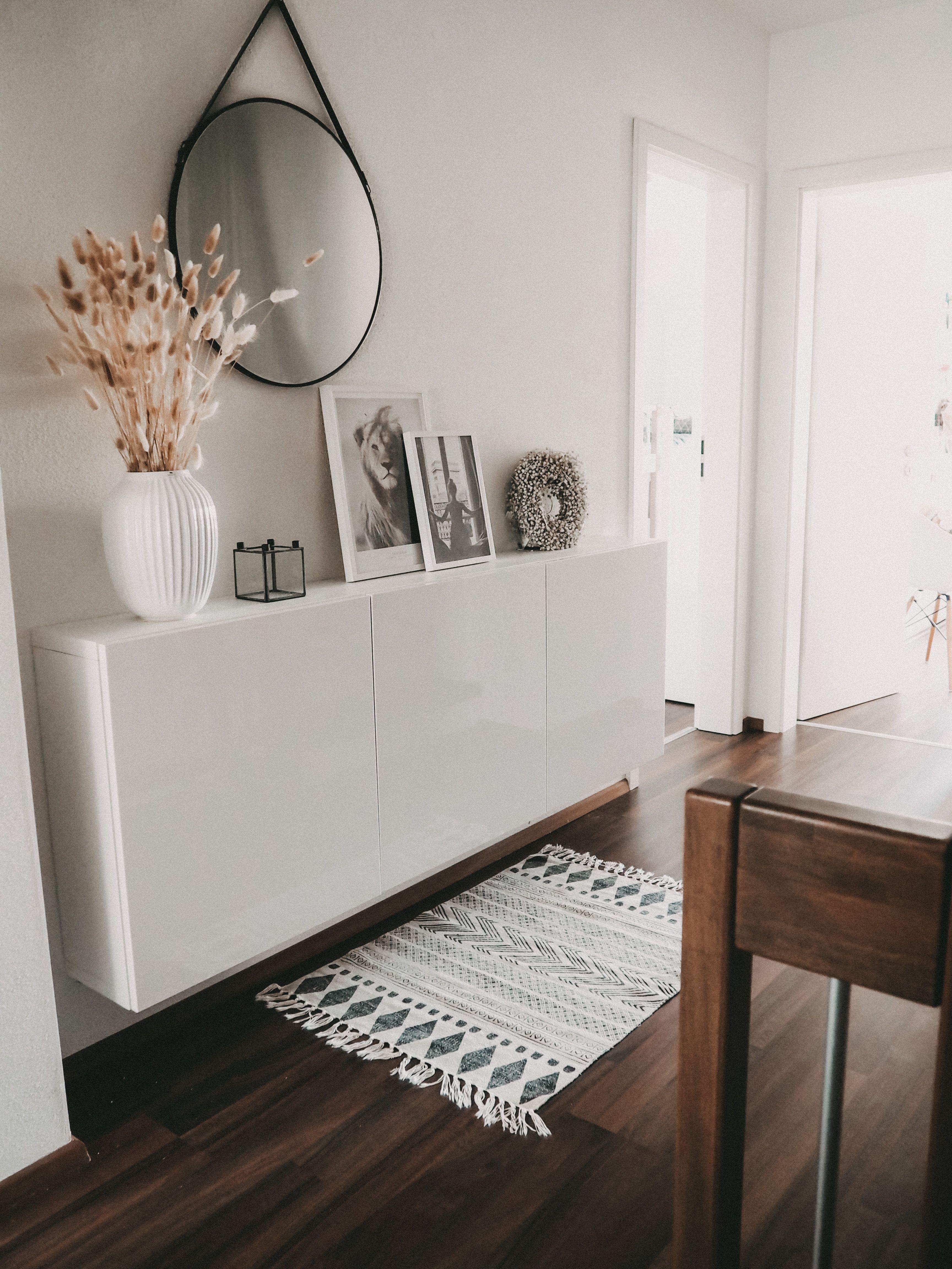 Pin Von Sonjas Picturebook Auf Flur In 2020 Ikea Sideboard Eingangsbereich Einrichten Wohnungseinrichtung Stil