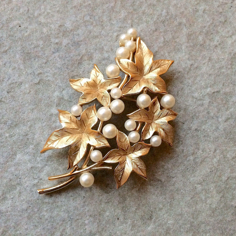 Vintage Gold Toned Pin Brooch Screw Back Earring Set Leaves Blue Rhinestones Used