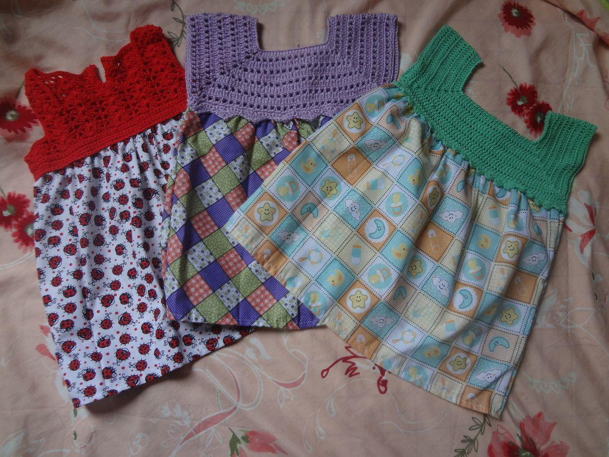 185c8a453 Vestido infantil, confeccionado em crochê e tecido de algodão. Pala do  vestido em crochê