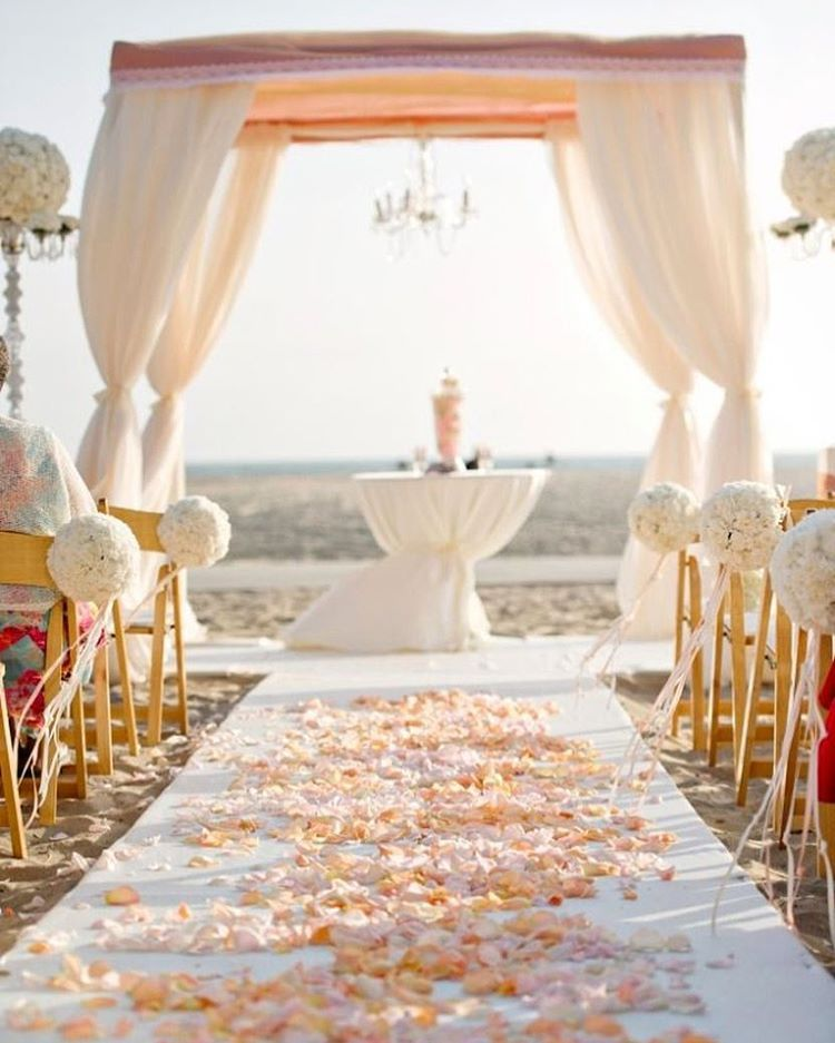 Wedding Altar Setup: Oh My Stars, This Altar And Aisle Setup Is Just Too Dreamy