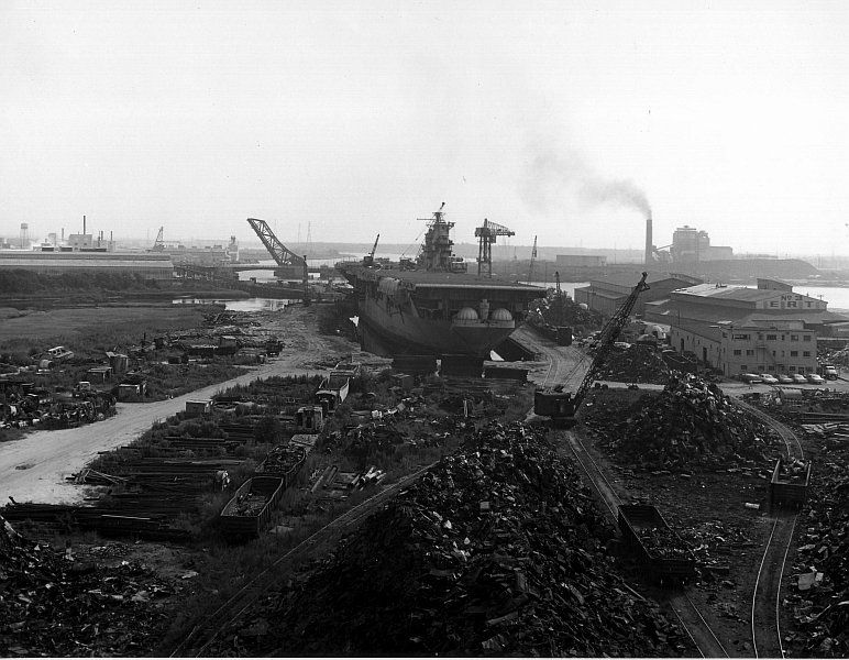 The USS Franklin being scrapped, 1966. | Warship ...
