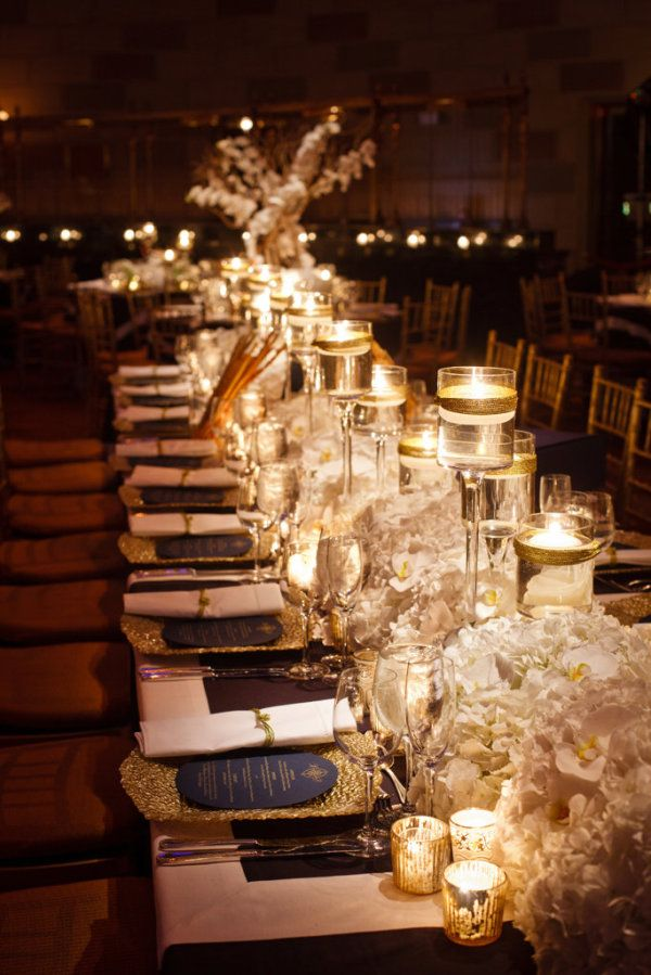dramatic Kings Tables of elegant navy and gold -