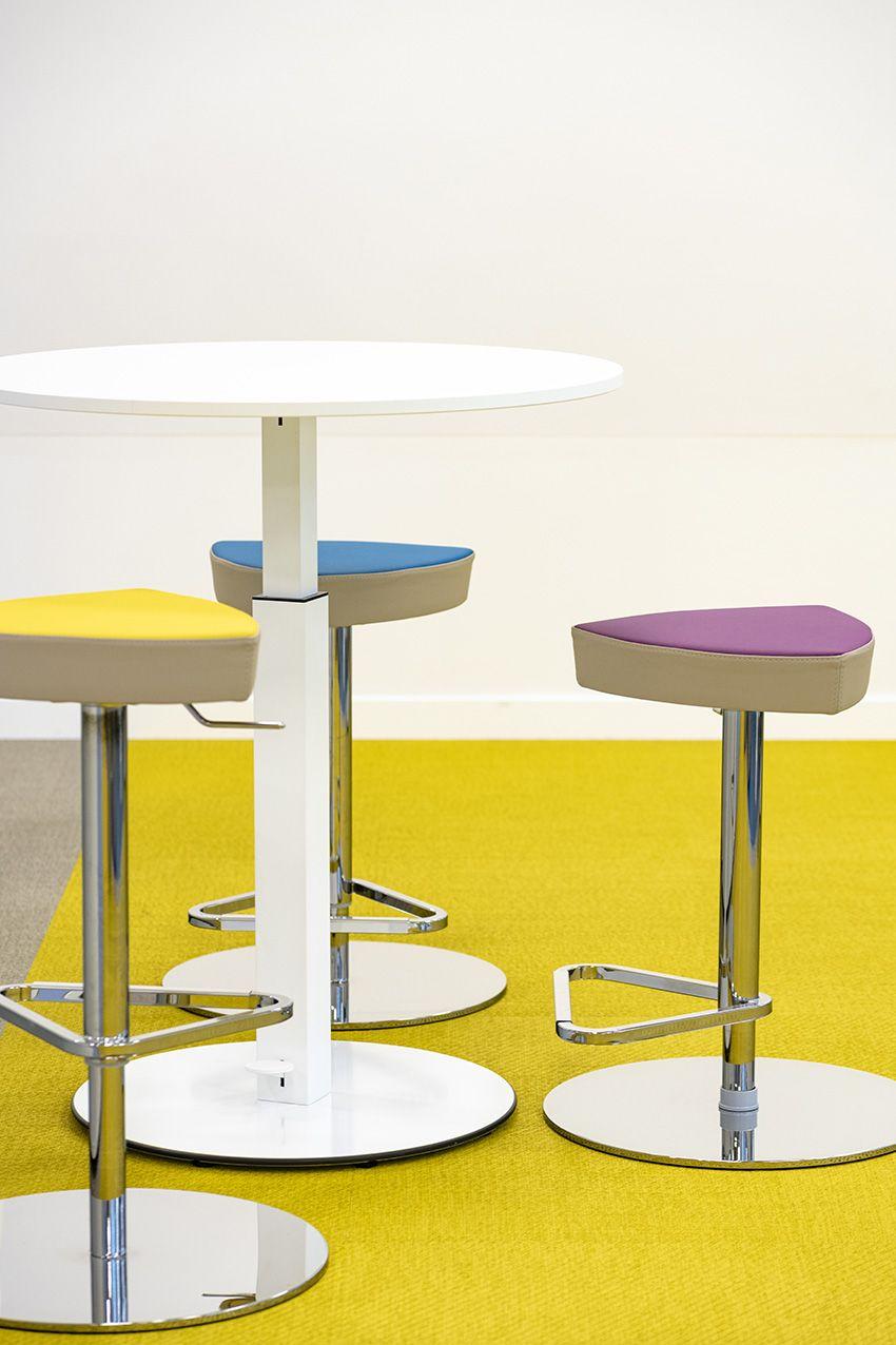 Sgabelli Colorati Interior Design.Pin Su Uffici In Movimento