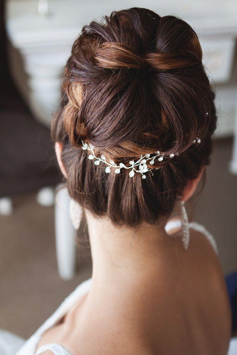 10 romantische Brautfrisuren mit Haarschmuck  Brautfrisur, Frisur