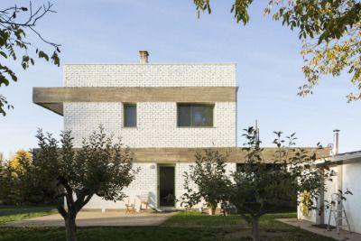 Facade Concrete Brick  Moisés Puente, Javier Ramos, Casa en Villaroañe (León), 2013.2015