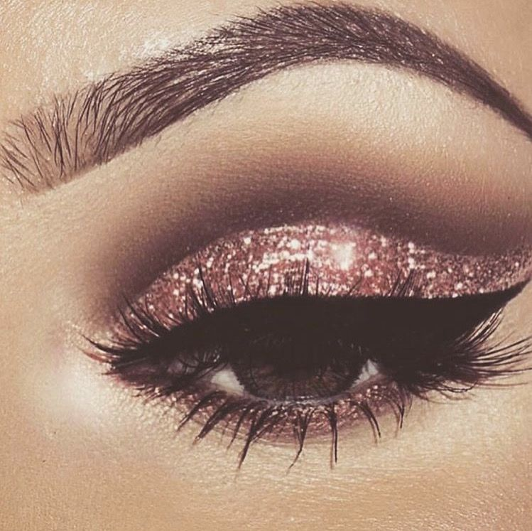 Pin By Lisbeth On Face Paint Gold Makeup Looks Rose Gold Eye Makeup Eye Makeup