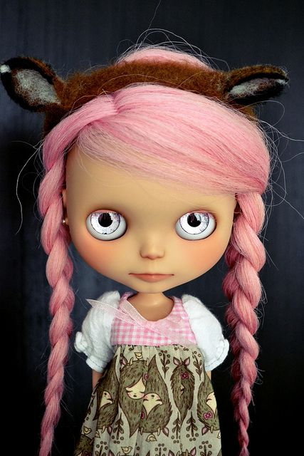love the hair...and eyes. and ears. and dress!