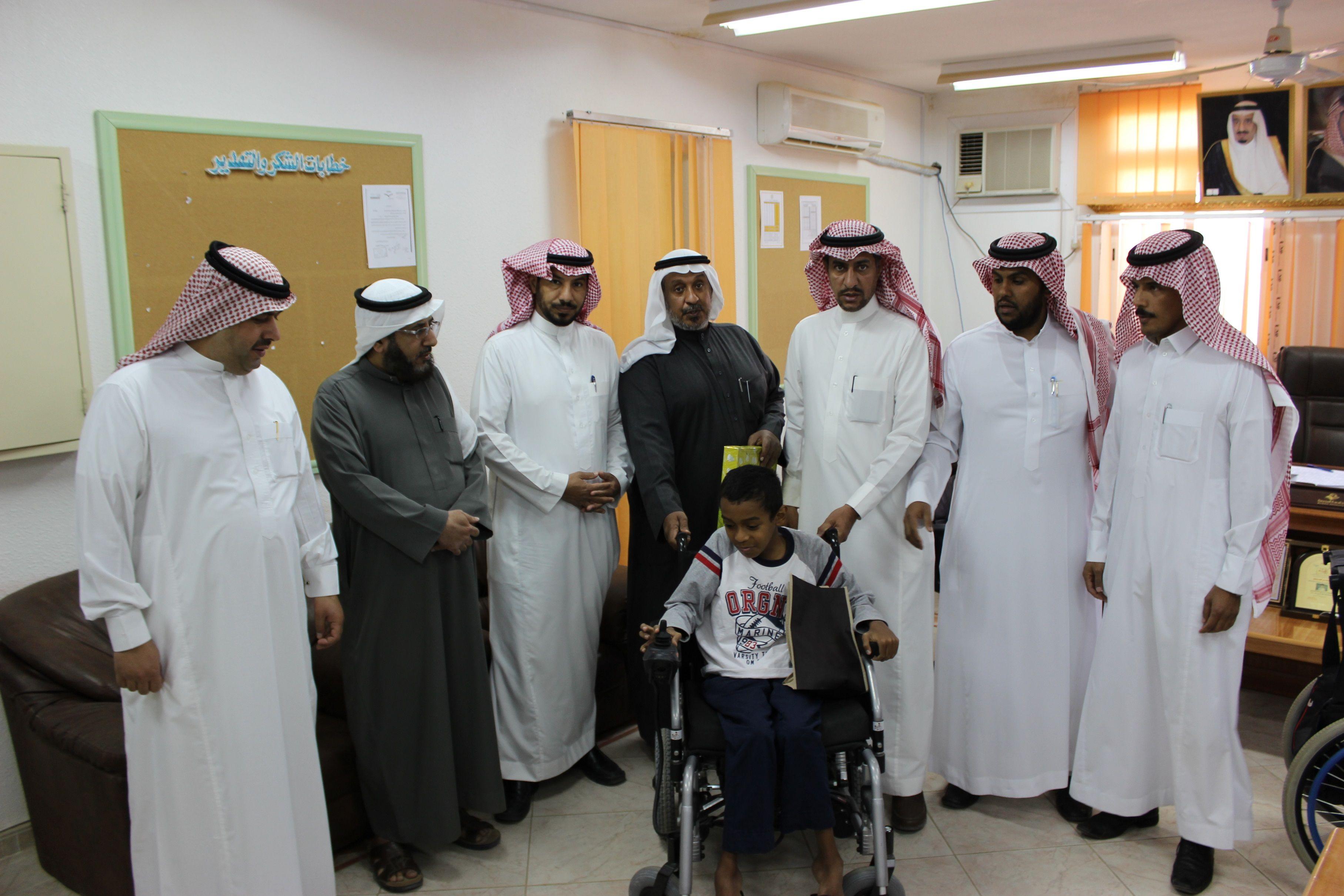 أمير الرياض يشكر محافظ الزلفي شبكة سما الزلفي Lab Coat Fashion Coat