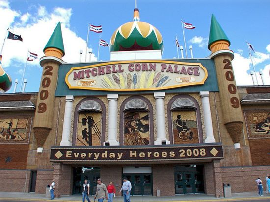 Corn palace South Dakota, USA - General info & Tourist Attractions ~ Tourist Destinations
