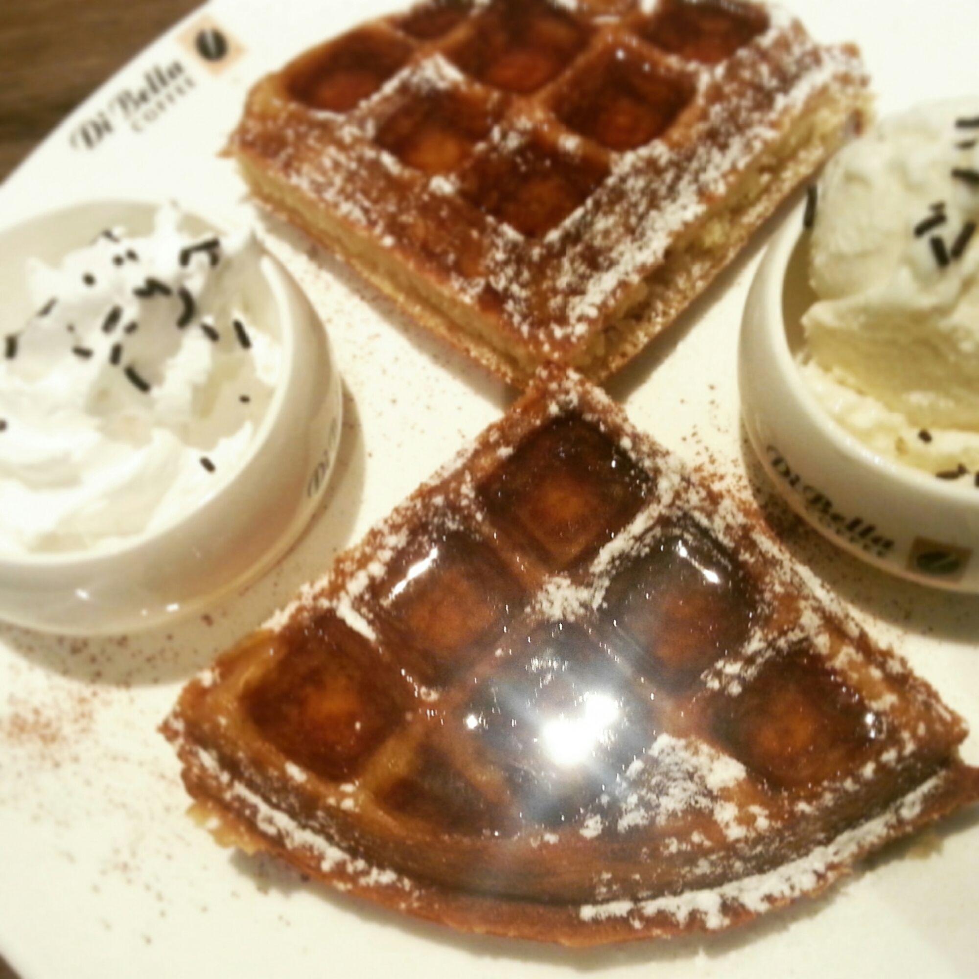 Organic Honey Waffle | Di Bella Coffee | www.thefoodasaurus.com