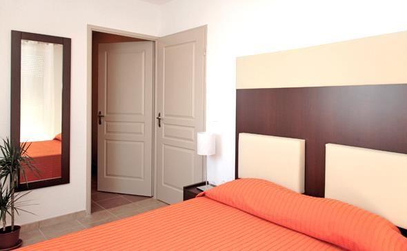 Park&Suites Village Toulon Six-Fours*** - Chambre Double #toulon #hotel #apparthotel #village #chambre http://www.parkandsuites.com/fr/apparthotel-six-fours-toulon