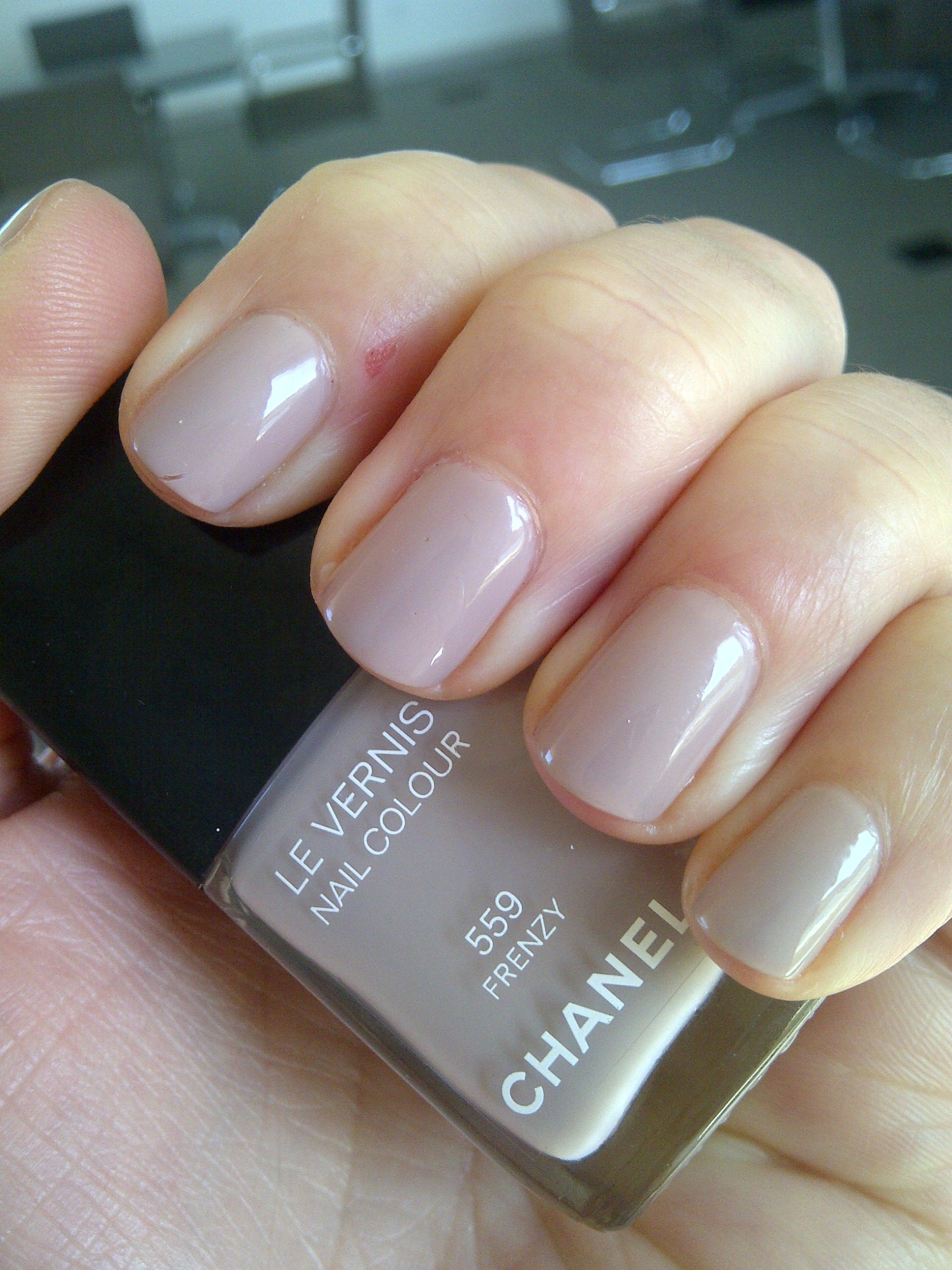 Bien connu Chanel Le Vernis Frenzy 559 nail polish | NAILS - UNHAS  BD83