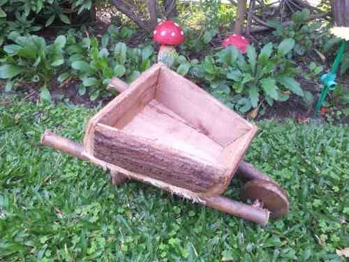 carretilla de madera porta macetas mediana once olivos - maceteros para jardin