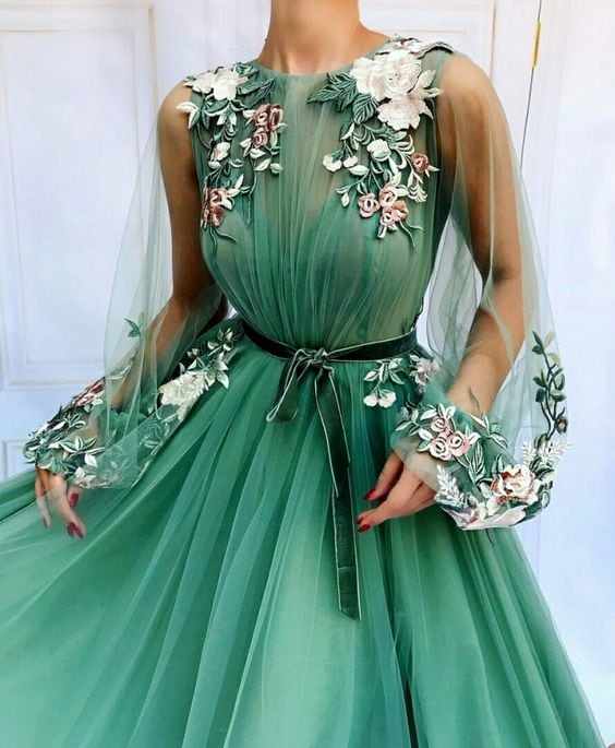 Photo of 15 исключительно красивых вечерних платьев с вышивкой | Новости моды