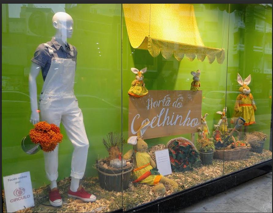 Vitrine Páscoa 2016 Horta dos Coelhinhos Cenouras org u00e2nicas Easter decoration Decoraç u00e3o  -> Decoração De Pascoa Para Vitrine De Loja