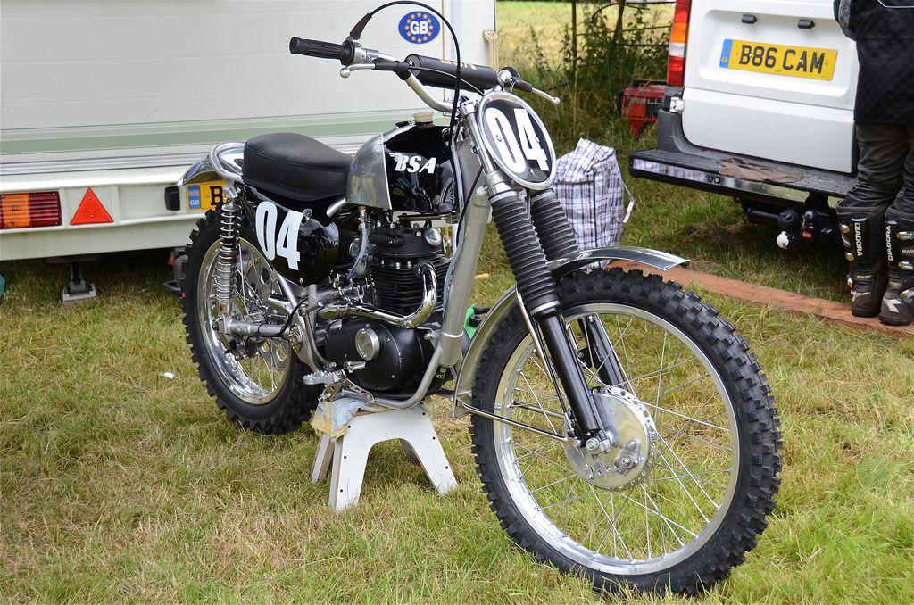 Bsa C15 Bsa C15 Scrambler Http Vintagedirtbikeparts Net Vintagemontesaphotos Bsa Motorcycle Motocross Bikes Racing Bikes